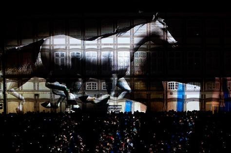 Espectáculo dos La Fura Dels Baus na abertura de Guimarães Capital Europeia da Cultura, na Praça do TouralADRIANO MIRANDA-Cavalo à solta