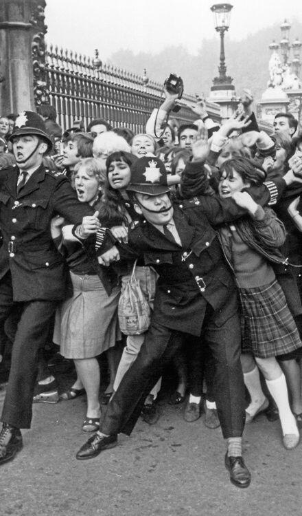 Beatlemania Buckingham Palace, 1965. Historical Pics