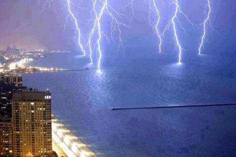 Lightnings Strike on Lake Shore Drive, Lake Michigan Fascinating Pics