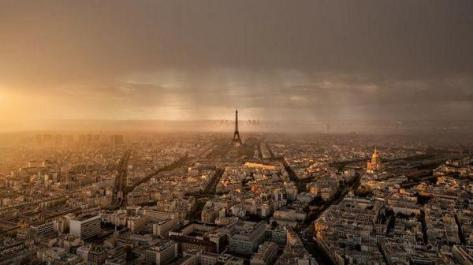 Paris • Sunset and Rain by Thomas Fliegner. Fascinating Pictures