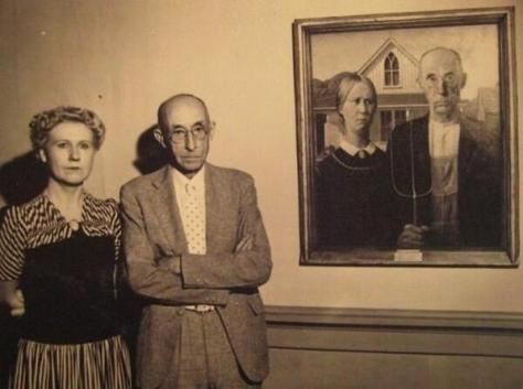 """The models of """"American Gothic"""" stand next to the painting. Historical Pics."""