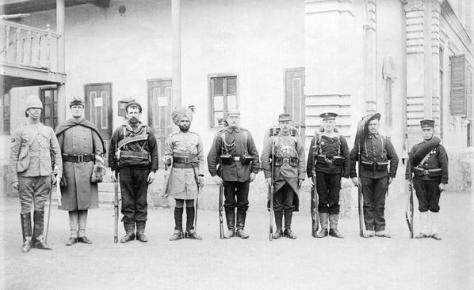 Soldiers in order - Britain, United States, Australia, India, Germany, France, Austria Hungary, Italy, e Japan, 1900. Historical Pics.