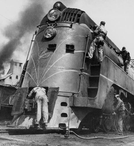 Soldiers working on a locomotive, Chicago, 1945. Historical Pics.