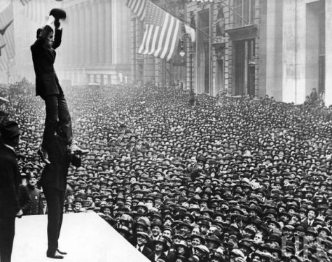 Charlie Chaplin in front of Federal Hall on Wall Street in 1918. History in Pictures.