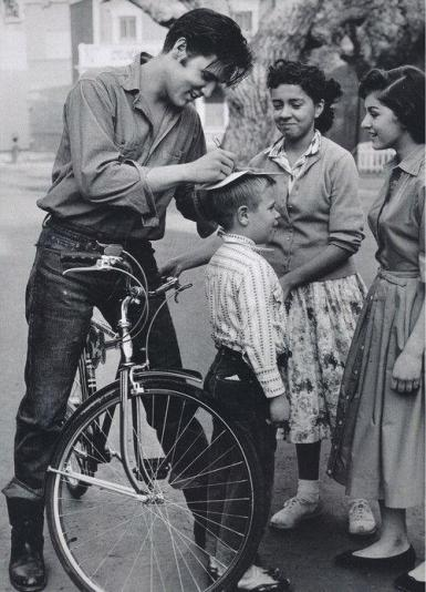 Elvis Presley signing autographs, Germany, 1959. Historical Pics.