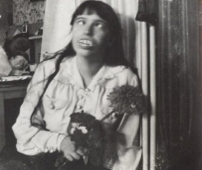 Grand Duchess Anastasia of Russia making a silly face and wearing false teeth, circa 1916. History in Pictures.
