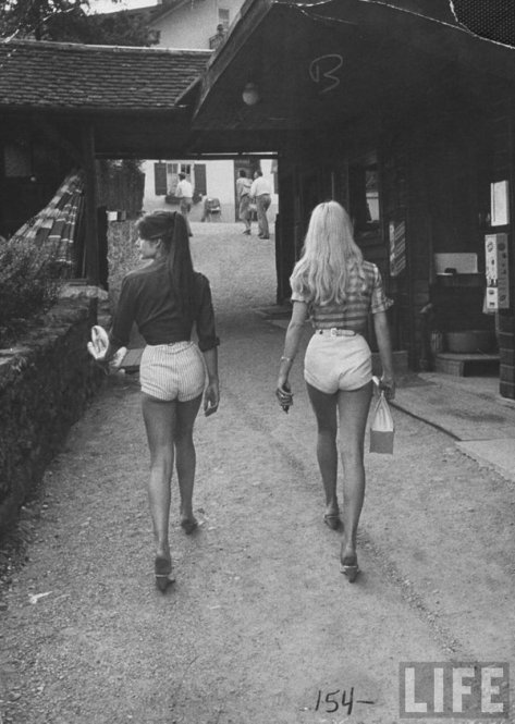 Jane Birkin and Brigitte Bardot in short shorts, 1970s. History in Pictures.