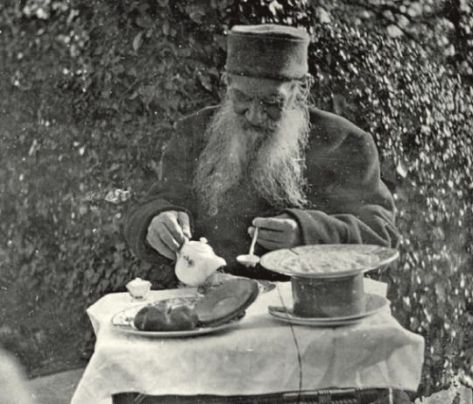 Leo Tolstoy having breakfast. Photograph by Sofia Tolstoy. History in Pictures.