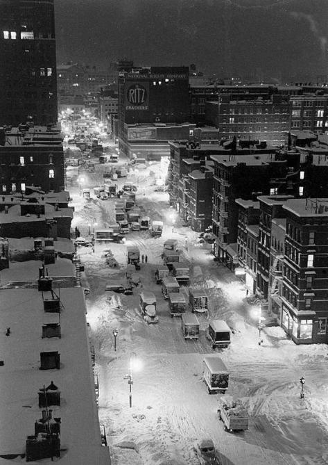 New York snow storm, 1947. History in Pictures.