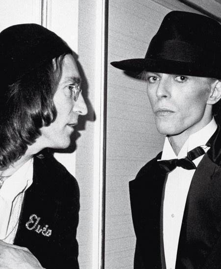 John Lennon and David Bowie at the 1975 Grammy Awards. Historical Pics.