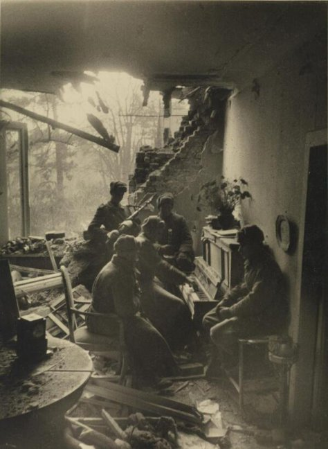 Russian soldiers playing piano in a wrecked living room in Berlin, 1945. Photograph by Dmitri Baltermants. Historical Pics.