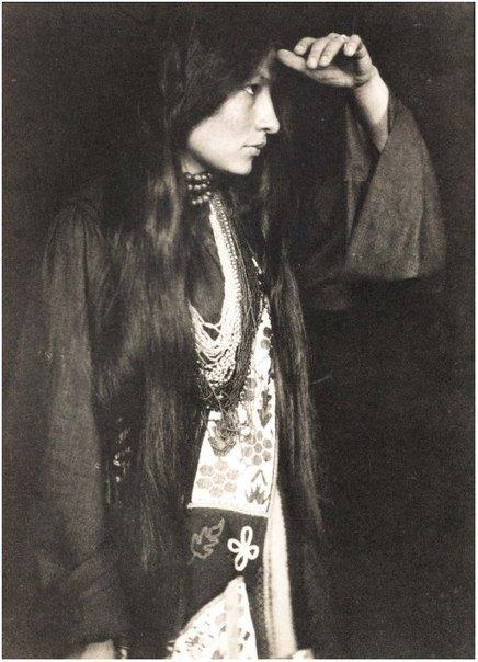 Native American woman, 1926. Historical Pics.