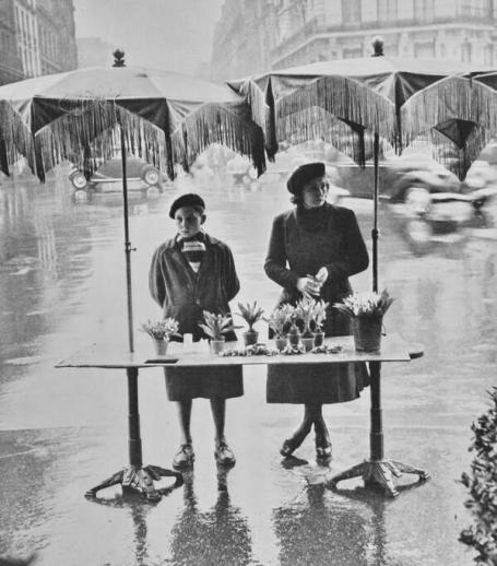 Selling flowers in the rain, Paris, circa 1950s. History in Pictures.