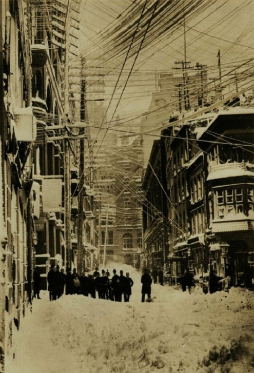 Blizzard of 1888 in New York City, a storm which led to the death of more than 400 people. Historical Pics.