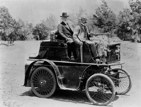 1897 First Auto in Los Angeles. Old Pics Archive.
