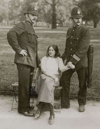 A-suffragette-arrested.-London-late-1910s. OLd Pics Archive.
