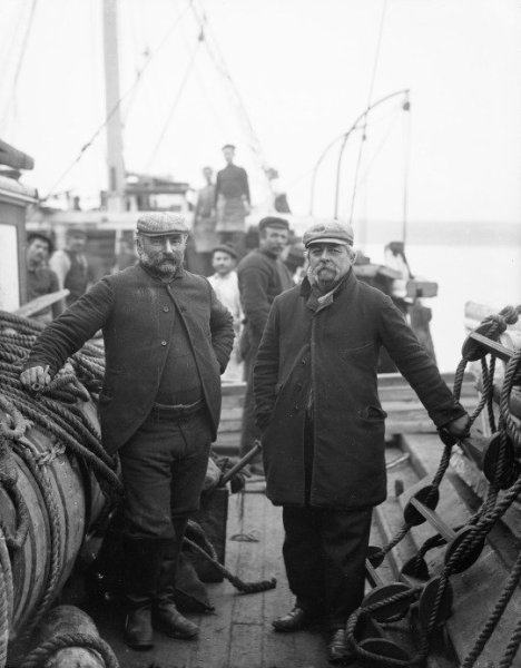 Captain & First Mate, Ireland 1891. Old Pics Archives.
