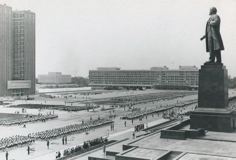 Lenin Square, Uzbekistan, 1966-1972. Old Pics Archive.