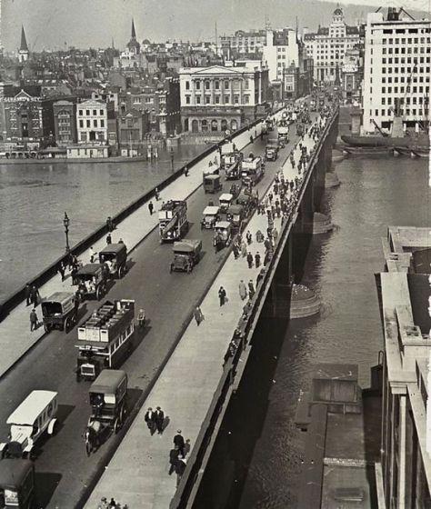 London Bridge, c. 1930. Old Pics Archive.