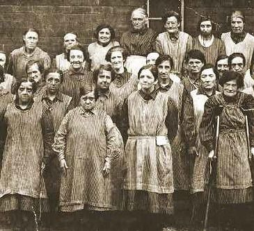 Workhouse women, Leeds, England. c 1900. Old Pics Archive.