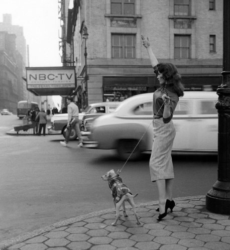 Getting a taxi. New York, 1956. Old Pics Archive.