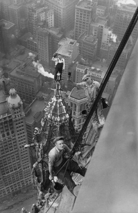 Workers atop the Woolworth Building, New York, 1926. History in Pictures.