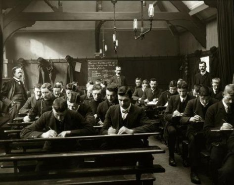 Manchester police in the classroom, 1910 . Old Pics Archive.