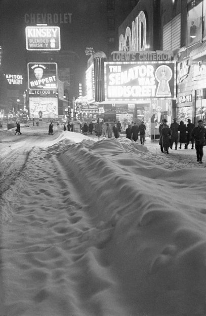 Winter in Times Square, 1947. Historical Pics.