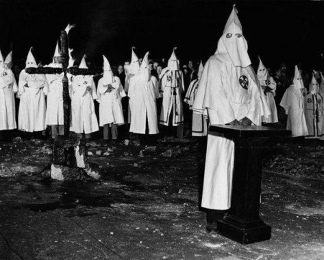 the-scene-at-a-ku-klux-klan-initiation-ritual-in-georgia-may-1946-oldpics-archive