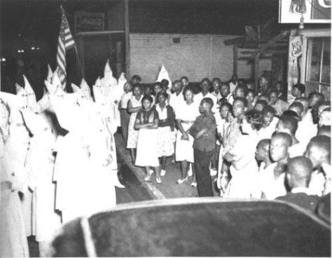 1938-stand-off-between-the-kkk-and-african-american-residents-of-lakeland-florida-historical-pics