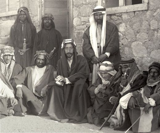 t-e-lawrence-prince-feisal-and-others-pose-after-taking-aqaba-july-1917-old-pics-archive