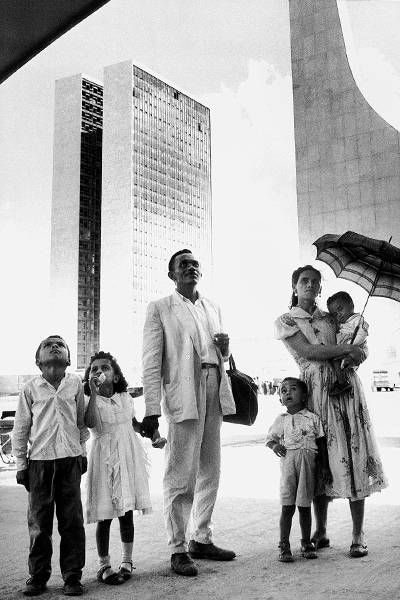 familia-de-operario-na-inauguracao-de-brasilia-em-1960-fotos-de-fatos