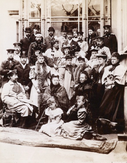 queen-victoria-and-her-family-including-king-edward-vii-tsar-nicholas-ii-tsarina-alexandra-kaiser-wilhelm-ii-and-empress-frederick-at-a-wedding-in-coburg-germany-21-april-1894-old-pics-archive