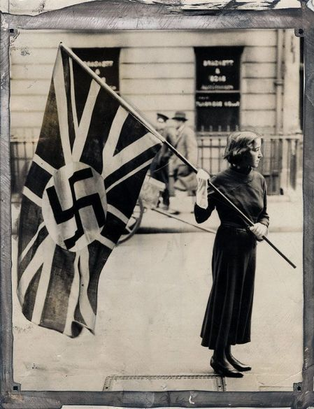 the-flag-of-the-british-fascist-party-was-ordered-to-be-removed-from-outside-the-partys-headquarters-london-1933-old-pics-archive