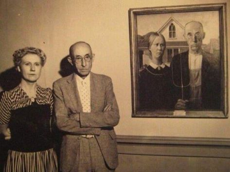 the-models-of-american-gothic-stand-next-to-the-painting-old-pics-archive