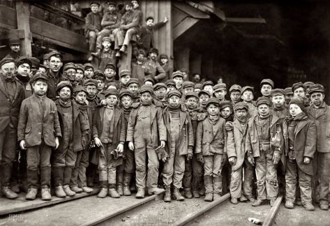 boys-working-in-a-coal-mine-1911-old-pics-archive