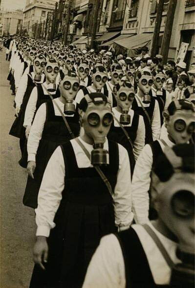 school-girls-in-gas-masks-wwii-history-in-pictures