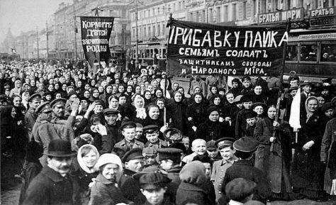 Manifestação mulheres se encontrou com operários da greve da fábrica Putilov em 8 de março de 1917. Brasil de Fato.