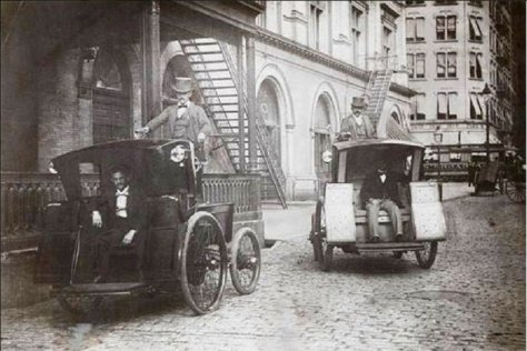 New York's first electric taxicabs, 1902. Old Pics Archive.