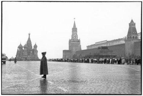 Moscou. Praça Vermelha. O Kremlin. 1954. Arquivo de fotos antigas.