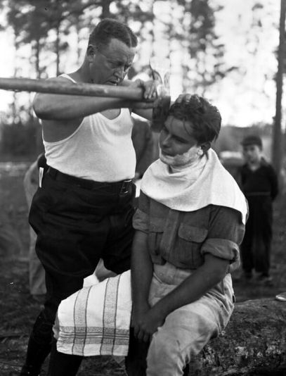 How real men shave, 1940s. History in Pictures.