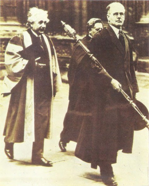 Dia do doutorado de Einstein em Oxford, no Reino Unido, 1936. Fotos de fatos.