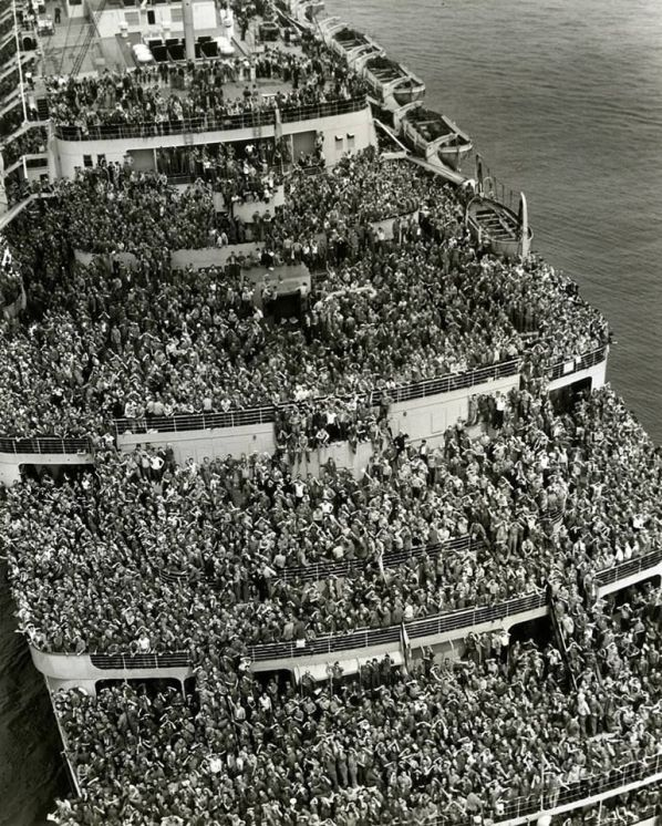 Taken in 1945, it shows thousands of troops pulling in to NY Harbor aboard the Queen Elizabeth. History in Pictures.