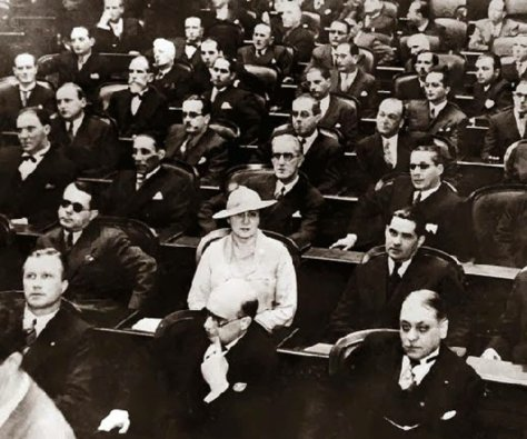 Carlota Pereira de Queirós foi a primeira mulher brasileira a ser eleita deputada federal. Fotos de fatos.