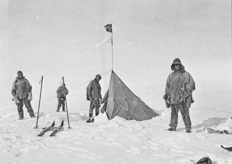 Robert Scott and his team arriving at Roald Amundsens abandoned tent, realising they were beaten to the South Pole (1912). Classic Pics.