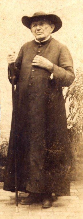 Padre Cicero intitulado de santo, foi um politico sagaz, aliado de coronéis e do Lampião, aos 80 anos em 1924, foto de Benjamin Abraão. Fotos de fatos.