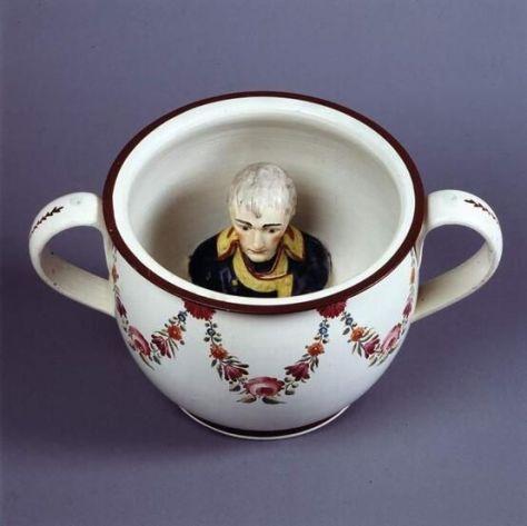 Vaso sanitário com cabeça de Napoleão c 1805. Mood Vintage.