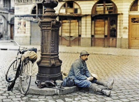 French soldier rests to have lunch after days of battle near Reims (France 1917). Historical Pics.