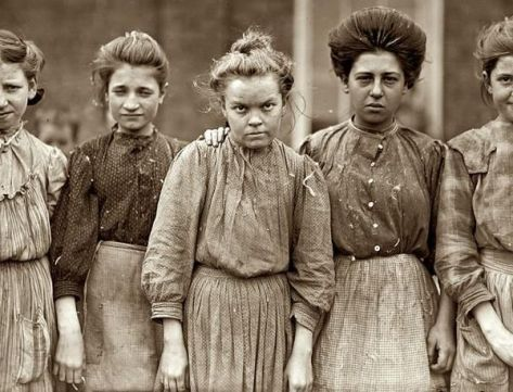 Hard working women from a cotton mill,1909. Historical Pics.