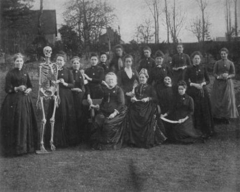 Victorian female medical students. Ols Pics Archive.